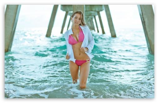 Download Girl In Water UltraHD Wallpaper