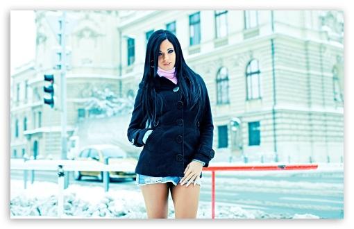 Download Ashley Bulgari - Snow UltraHD Wallpaper