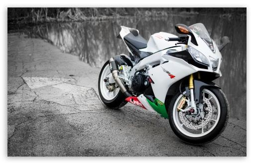 Download Aprilia RSV4 White Motorcycle UltraHD Wallpaper