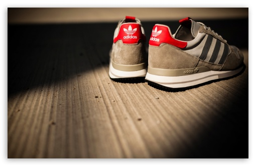 Download Just another pair of shoes.. UltraHD Wallpaper