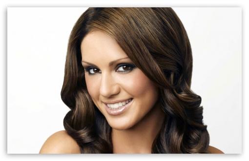 Download Nazan Eckes Smiling UltraHD Wallpaper