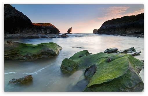 Download Green Rocks Beach UltraHD Wallpaper