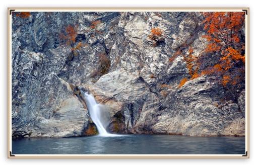 Download Autumn Waterfall UltraHD Wallpaper