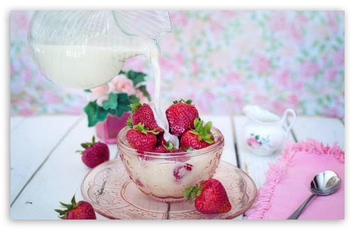 Download Strawberries and Milk UltraHD Wallpaper