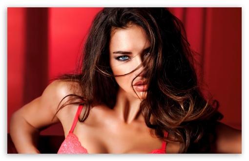 Download Adriana Lima Hot 8 UltraHD Wallpaper