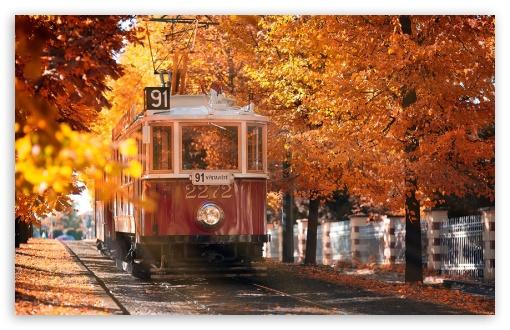 Download Autumn in Prague UltraHD Wallpaper
