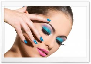 Blue Eye-Makeup