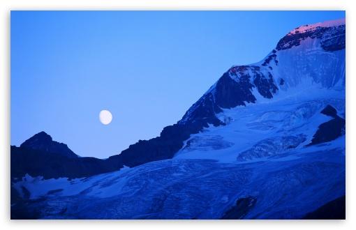 Download Mountain Peak At Dusk UltraHD Wallpaper