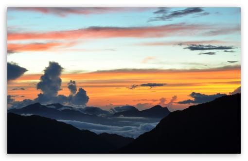 Download Mountain Clouds UltraHD Wallpaper