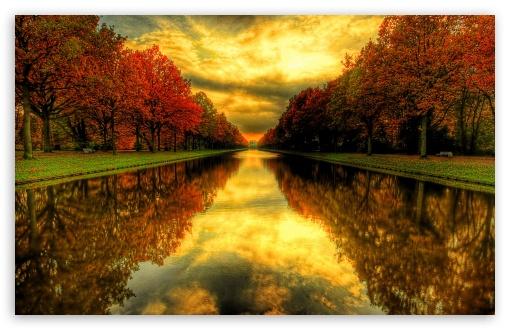 Download Fall Reflections UltraHD Wallpaper
