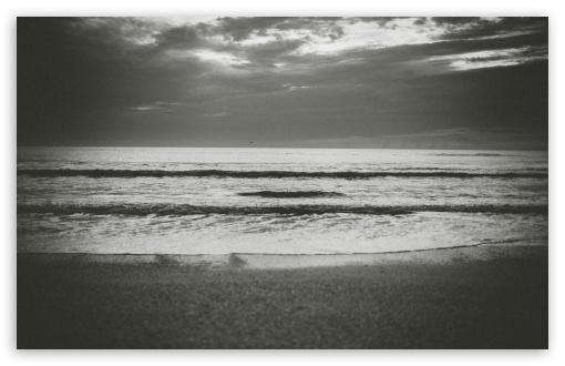Download Ocean Black and White Grain UltraHD Wallpaper