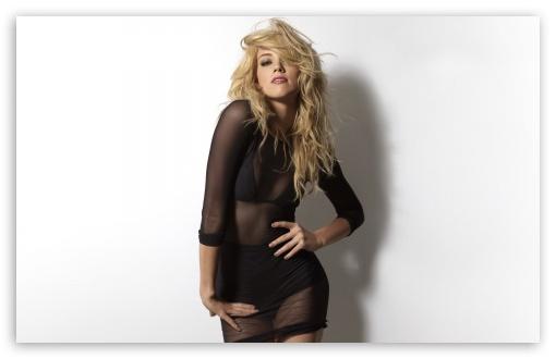 Download Amber Heard Sexy UltraHD Wallpaper