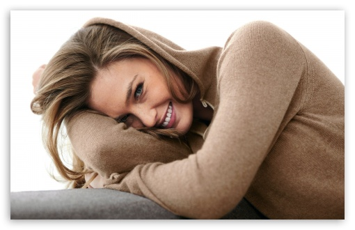 Download Bar Refaeli Smile UltraHD Wallpaper