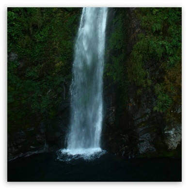 Download Waterfalls UltraHD Wallpaper