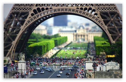 Download Eiffel Tower At The Bottom UltraHD Wallpaper