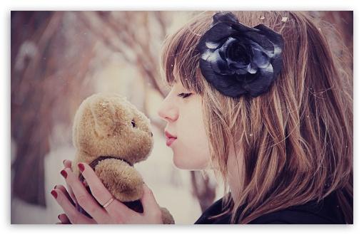 Download Girl Kissing Teddy Bear UltraHD Wallpaper