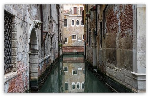 Download Venice Reflection UltraHD Wallpaper