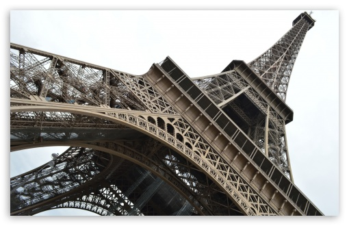 Download Eiffel Tower UltraHD Wallpaper