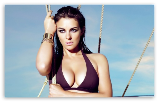 Download Elizabeth Hurley 1 UltraHD Wallpaper