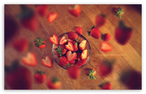 Download Very Berry Strawberry UltraHD Wallpaper