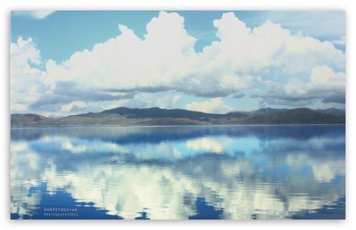 Download Cloud Reflections UltraHD Wallpaper
