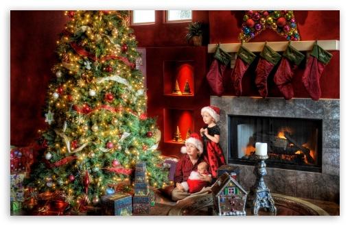 Download Family Christmas UltraHD Wallpaper