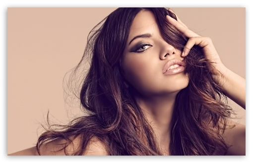 Download Supermodel Adriana Lima UltraHD Wallpaper