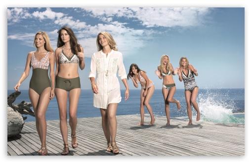 Download Girls In Swimsuits UltraHD Wallpaper