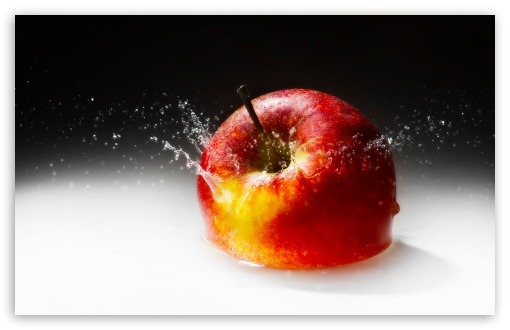 Download Fallen Apple UltraHD Wallpaper