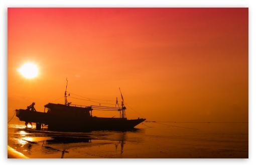 Download Red Morning at Pagatan UltraHD Wallpaper