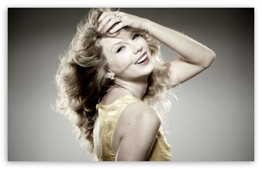 Download Taylor Swift Smiling - 2012 UltraHD Wallpaper