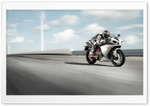 Yamaha R1 On Track