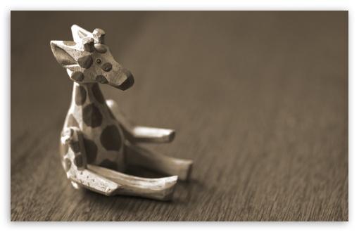 Download Cute Wooden Giraffe UltraHD Wallpaper