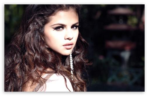 Download Selena Gomez Come and Get It UltraHD Wallpaper