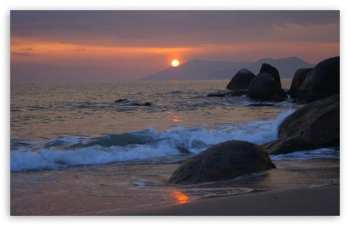 Download Boulders On The Beach UltraHD Wallpaper