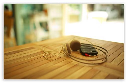 Download Headphones My iPhone 3 UltraHD Wallpaper