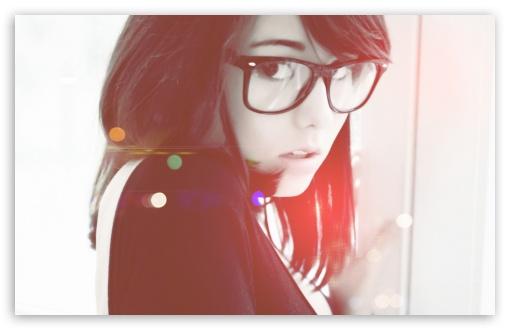 Download Girl in Glasses 2 SDGN UltraHD Wallpaper