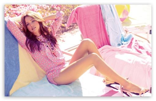 Download Jessica Alba Retro Look UltraHD Wallpaper