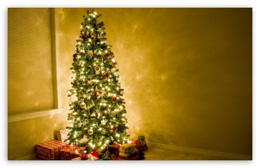 Download Beautiful Christmas Tree UltraHD Wallpaper