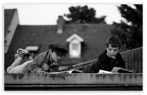 Download Reading On The Roof UltraHD Wallpaper