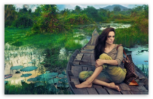 Download Angelina Jolie 2011 UltraHD Wallpaper