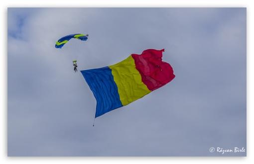 Download Flag of Romania UltraHD Wallpaper