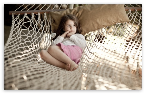 Download Little Girl In Hammock UltraHD Wallpaper