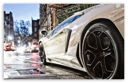 Download Lamborghini Aventador UltraHD Wallpaper