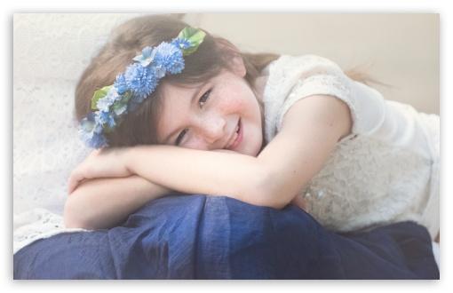 Download Child Girl Smiling UltraHD Wallpaper