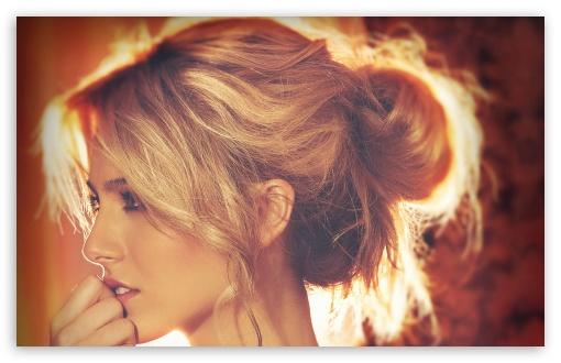 Download Sweet Blonde UltraHD Wallpaper