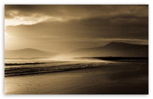 Download Beach In Sepia UltraHD Wallpaper