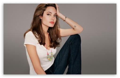 Download Angelina Jolie Beautiful UltraHD Wallpaper