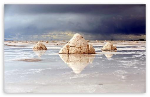 Download Rocks Reflecting In The Water UltraHD Wallpaper