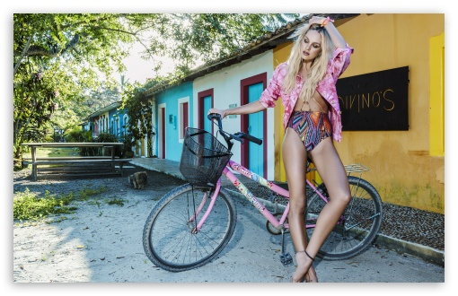 Download Candice Swanepoel Style UltraHD Wallpaper